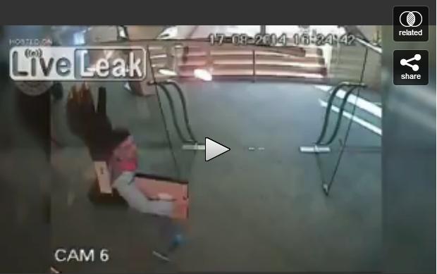شاهد كيف يرتبك هذا اللص وهو يسرق هاته اللوحة الفنية