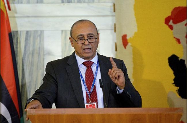 الخارجية الليبية تحذر موظفيها من التعامل مع