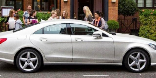 بالصور .. سيارة مرصعة بـ «مليون كريستالة» تجوب شوارع لندن