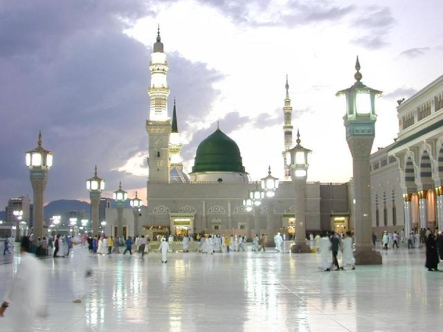 السعودية تنفي ما يروج حول نيتها نقل قبر الرسول