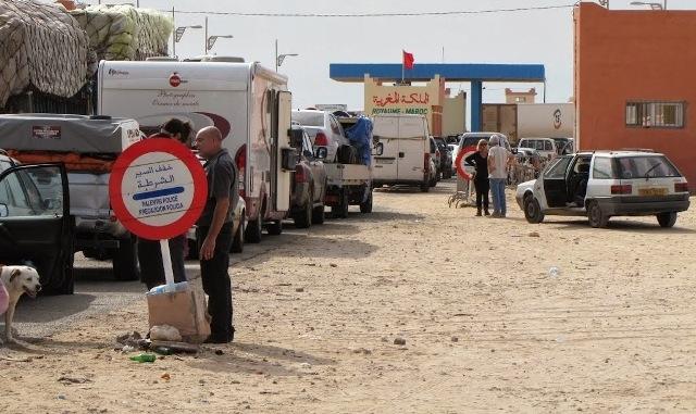 قرار موريتاني يتسبب في تكدس السيارات في المنطقة الفاصلة بين الحدود الموريتانية المغربية