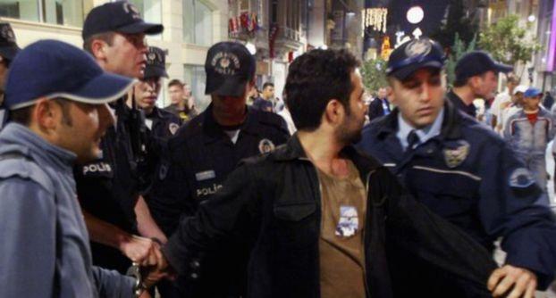 تركيا توقف عناصر أمنية بتهمة التآمر ضد النظام