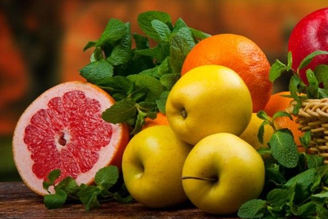 الخضروات والفاكهة لتنظيف مجاني للكبد