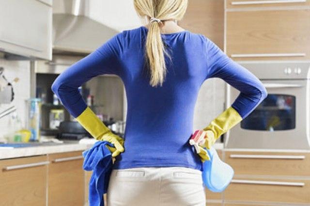 4 أخطاء ترتكبها المرأة أثناء تنظيف المنزل