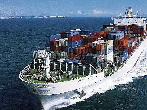 فاعلون اقتصاديون ينددون بعرقلة صادرات الجزائر نحو تونس