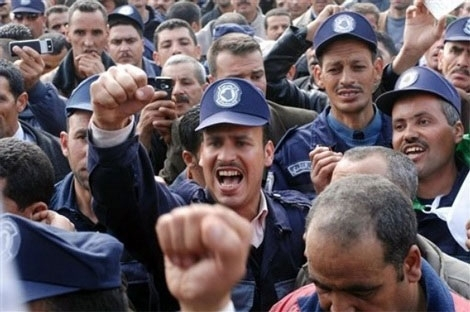 """""""حركة"""" مجهولة تدعو الحرس البلدي بالجزائر الخروج للشارع"""
