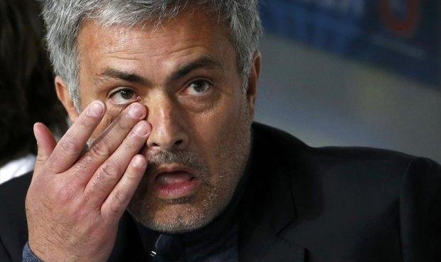 مورينيو يبكي في مباراة تشيلسي وشالكه