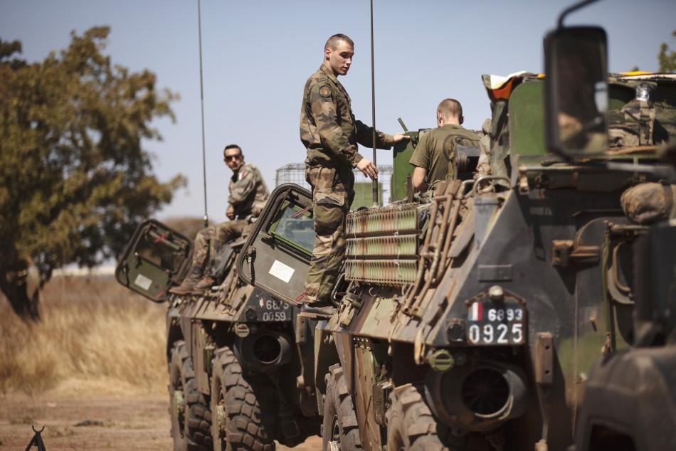 هل تسعى فرنسا إلى قيادة تدخل عسكري جديد في ليبيا؟
