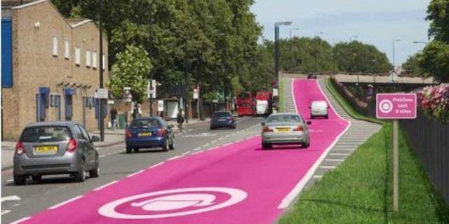 ممرات وردية  مخصصة لسير السيدات للحد من الحوادث