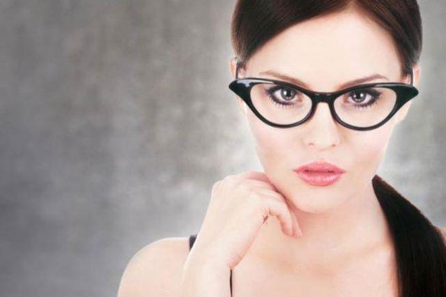 لصاحبة النظارة .. ماكياج يبرز جمال عينيك