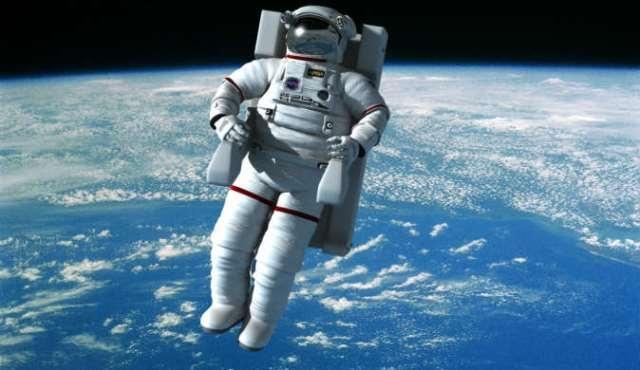 عودة 3 رواد فضاء للأرض بعد 6 أشهر قضوها في الفضاء
