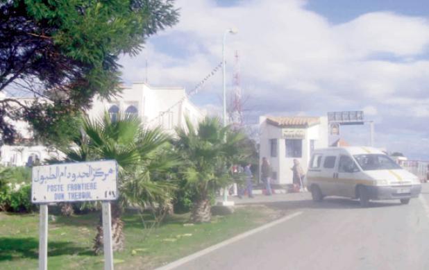 أهالي مدينة دوز التونسية يطالبون في وقفة احتجاجية بالافراج عن أبنائهم الموقوفين