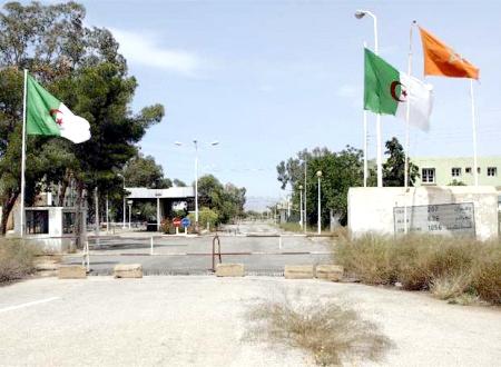 الجزائر ترحّل مغاربة بطريقة غير إنسانية وحرس الحدود الجزائري سلبوا أموالهم وهواتفهم