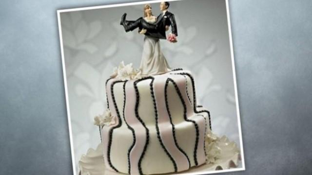 بالصور..  شاهد أجمل وأطرف كيكات الزفاف