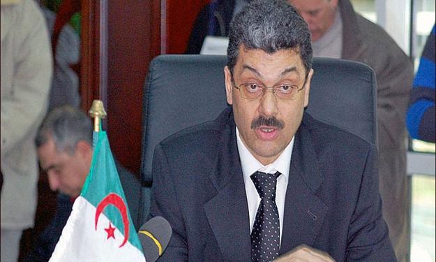 وزير المالية الجزائري يعترف أن استمرار تراجع النفط ينذر بالخطر