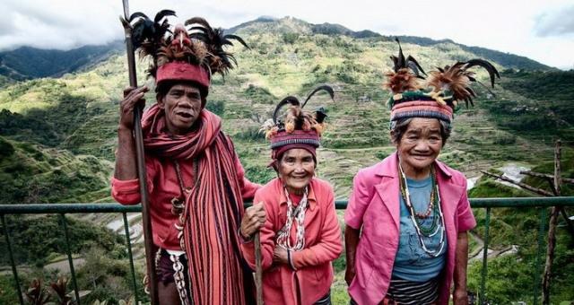 شعب إيغوروت الفيلبيني يمارس طقوسا فريدة ليدخل الجنة!