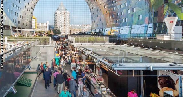 """بالصور.. سوق للخضار والفاكهة بشكل """"محطة فضائية"""" في هولندا"""