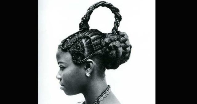 بالصور.. أغرب تسريحات الشعر الإفريقية