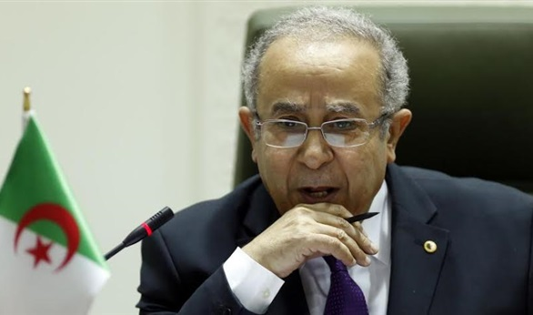 وزير الخارجة الجزائري يبرر ماحدث أنه مجرد إطلاق رصاصتين في الهواء