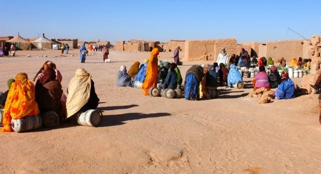 احتجاز شابة صحراوية تحمل الجنسية الإسبانية في مخيمات تيندوف