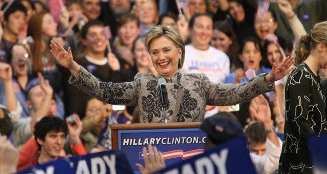 أنصار كلينتون يدعمون ترشحها لرئاسة الولايات المتحدة