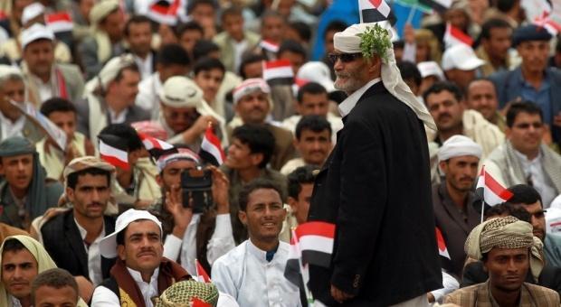 HouthisBlockAirport.7Sept2014.AFP_