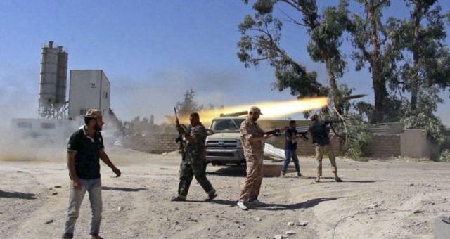 الصراع حول السيطرة على طرابلس وبنغازي يشتد في ليبيا