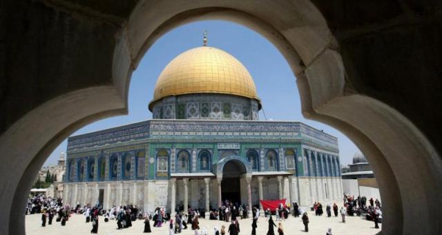مساع إسرائيلية لوقف الآذان بالأراضي المحتلة