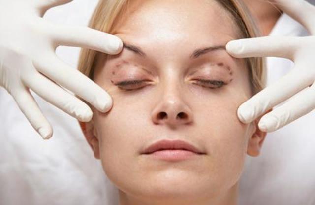 ما هي مخاطر عملية شدّ الوجه؟