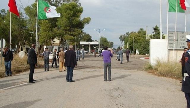 توقيف مواطنين مغاربة مقيمين بالجزائر على الحدود المغربية الجزائرية