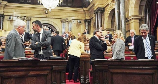 مدريد تعزز الأمن في كاتالونيا خشية عصيان مدني