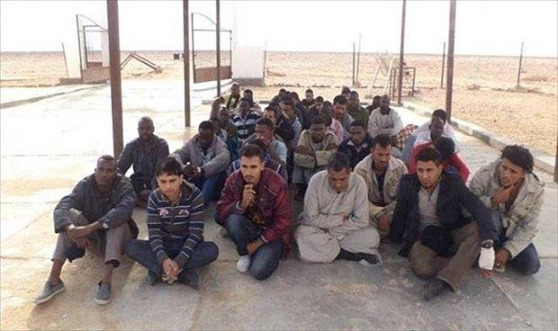 توقيف مهاجرين سريين حاولوا عبور الحدود المصرية الليبية
