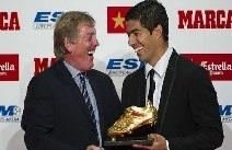 سواريز يستلم جائزة الحذاء الذهبي