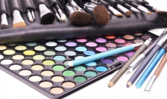 مستحضرات التجميل قد تؤثر سلباً على الهرمونات
