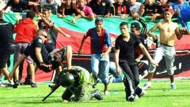 جماهير الجيش تخلق الفوضى في ملعب الفتح