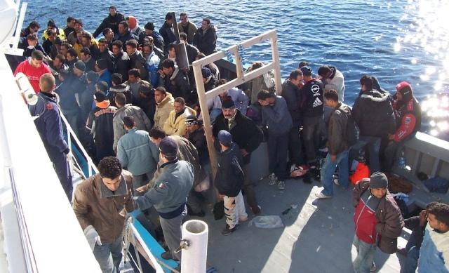 إنقاذ 38 مهاجرا سريا من الغرق في مياه  الميرية