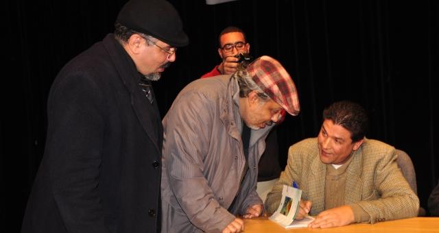 الشاعر المغربي محمد بلمو يوقع ديوانه الجديد في الرباط