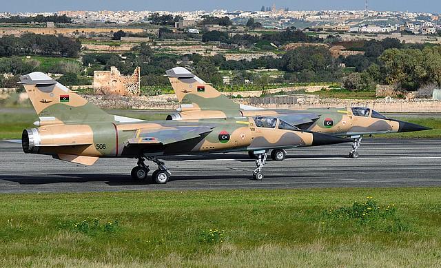 سلاح الجو الليبي ينفذ غارات على معسكرات غرب البلاد
