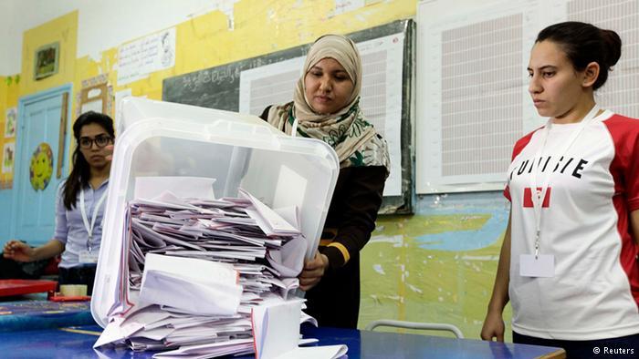 الانتخابات الرئاسية التونسية: دور ثانٍ بين قائد السبسي والمرزوقي