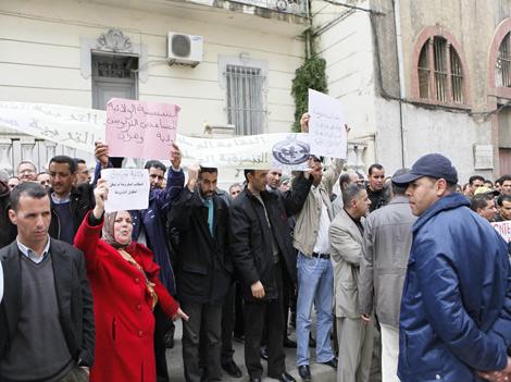 نقابة مجلس ثانويات الجزائر تجند 15 ألف أستاذ ليوم الغضب  ونفشل في توحيد النقابات لإنقاذ المدرسة