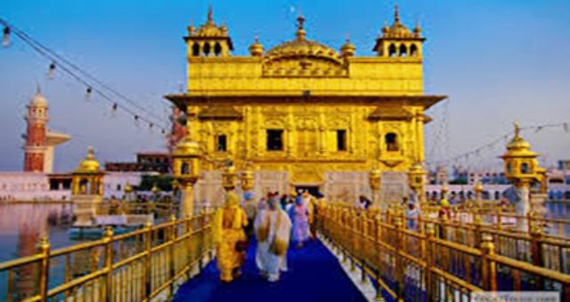 «القمر البازغ» أول معبد هندوسي شاهق في الهند