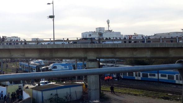 مقتل شخص وإصابة 57 آخرين في انحراف قطار مسافرين بالجزائر