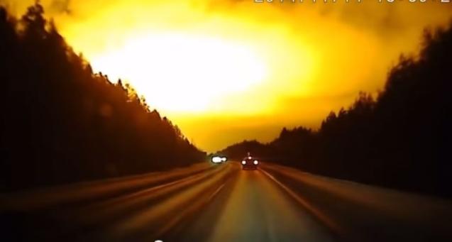 بالفيديو.. الليل يتحول إلى نهار في سماء روسيا!