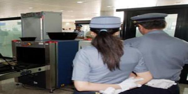 استنكار بالجزائر لحظر الحجاب على موظفات الجمارك