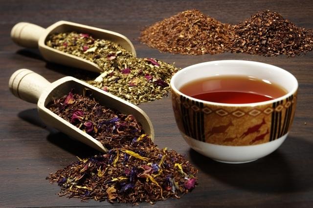 5 أنواع من الشاي للاسترخاء وقت تغير الفصول