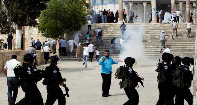 مواجهات في الأقصى بين فلسطينيين وجنود الاحتلال