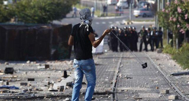 اشتباكات في القدس بين فلسطينيين وقوات الاحتلال