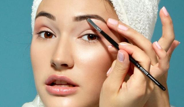 7 نصائح للحفاظ على صحة وجمال الحاجبين