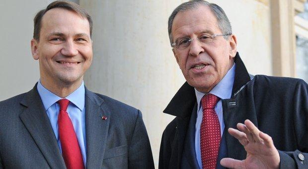 روسيا وبولندا يتبادلان طرد الدبلوماسيين