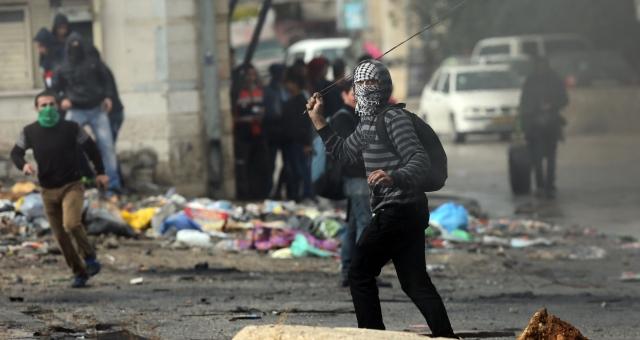 مواجهات بين فلسطينيين وقوات الاحتلال برام الله
